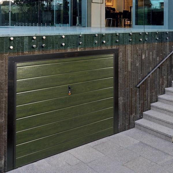 Portoni per garage valser serramenti for Quali sono le dimensioni di un garage per due auto